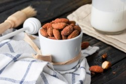 Tarihi Eminonu - Raw Almond